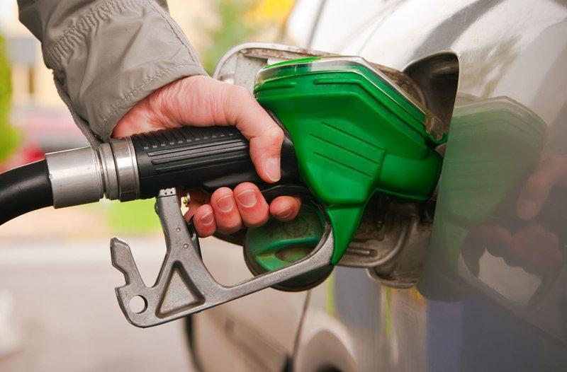 قره خانی: مجلس به دنبال افزایش قیمت بنزین نیست
